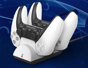 <b>Laddställ för handkontroller till PlayStation 5</b><br>Laddar samtidigt som du förvarar dina handkontroller säkert.